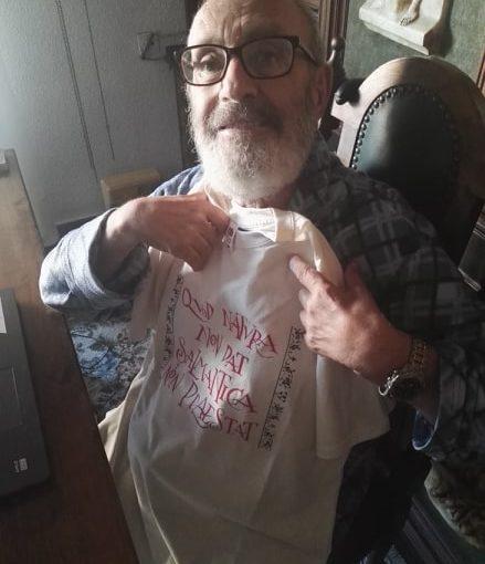 El hombre de las camisetas más divertidas y originales delmundo