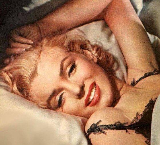 De cumpleaños con la exhuberante Marilyn Monroe y sus faldas y a loloco
