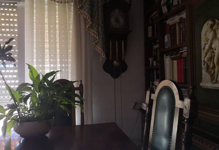 La silla vacía del salón y las reflexiones de un largo día de San Fermín sinti